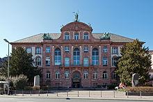 220px-Frankfurt_Am_Main-Senckenberg_Naturmuseum_von_Osten-20120325
